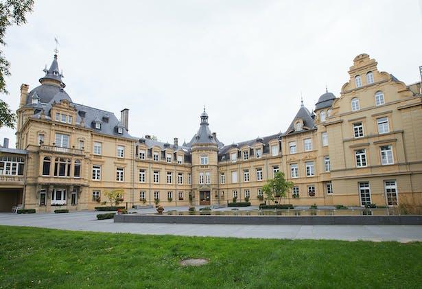 Contact-Vue Château
